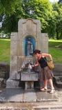 Wodna fontanna przy St Ann Dobrze w Buxton, UK Zdjęcia Stock