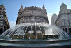Wodna fontanna w kwadracie Zdjęcie Royalty Free