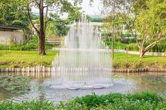 Wodna fontanna w parku obrazy royalty free