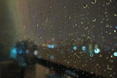 Wodna kropla na okno obrazy stock