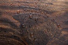 Wodna kropla w oparzenie drewnianym fotografia royalty free