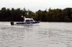 Wodna milicyjna łódź patrolowa na Moskwa rzece Obrazy Stock