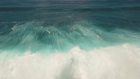 Wodna powierzchnia z dużymi fala, widok z lotu ptaka bali zbiory