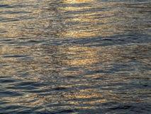 Wodna tekstura i światło wschód słońca w ranku Zdjęcia Stock