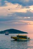 Wodna usługowa łódź Zdjęcia Royalty Free