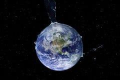 Wodne pluśnięcie serie - Uwodniona ziemia w przestrzeni Obrazy Royalty Free