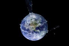 Wodne pluśnięcie serie - Uwodniona ziemia Obrazy Stock