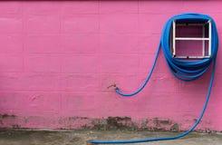 Wodne węża elastycznego nawijacza ściany menchie zdjęcie royalty free