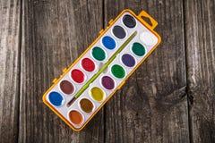 Wodnego koloru farby na rocznika drewnie Fotografia Royalty Free