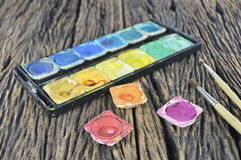 Wodnego koloru farby pudełko i farby muśnięcie Obraz Stock