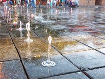 Wodnej fontanny strumień Zdjęcia Royalty Free