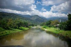Wodnej krajobrazowej przyrody Halna rzeka na Nakornsritammarat Fotografia Stock