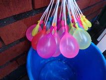 Wodni balony folujący z wodą w one Fotografia Stock