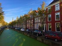 Wodni kanały lub ulicy Delft, Południowy Holandia zdjęcia royalty free