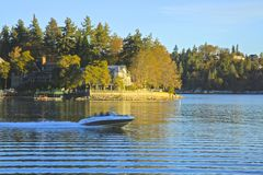 Wodniactwo jeziora grot zdjęcia stock
