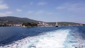 Wodny ślad tworzył od ferryboat silników opuszcza wyspę zbiory wideo