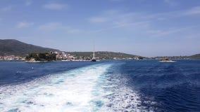 Wodny ślad tworzył od ferryboat silników opuszcza wyspę zdjęcie wideo