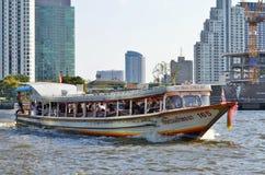 Wodny autobus na Chao Phraya rzece w Bangkok Fotografia Stock