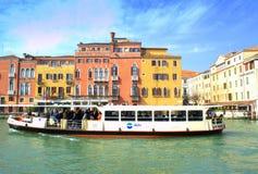 Wodny autobus w Wenecja kanale Zdjęcie Stock