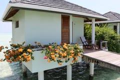 Wodny bungalow na słońce wyspie Maldives Zdjęcie Stock