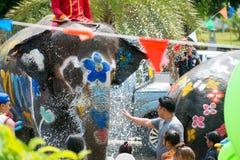 Wodny chełbotanie lub Songkran festiwal w Tajlandia Obrazy Royalty Free