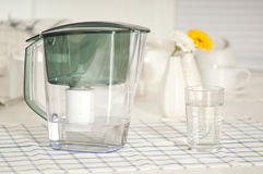 Wodny filtr przy kuchnią Zdjęcia Royalty Free