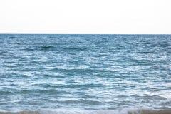 Wodny i bezchmurny niebo Zdjęcie Stock
