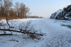 Wodny lustro zakrywa z lodem Zaporoska rzeka blisko Khortitsa wyspy w mroźnej zimie Miasto Zaporozhye Ukra Obraz Stock