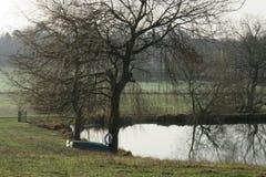 Wodny odbić królewiątek newnham rugby Warwickshire obraz stock