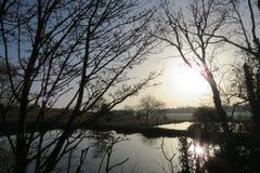 Wodny odbić królewiątek newnham rugby Warwickshire zdjęcie stock