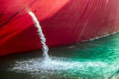 Wodny odciek od statku obrazy stock
