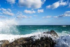 Wodny pluśnięcie na plaży Obrazy Royalty Free