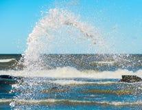 Wodny pluśnięcie przy morzem Obrazy Stock