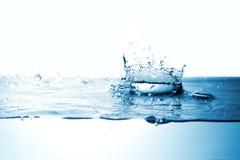 Wodny pluśnięcie z korony formą obraz stock