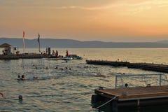 Wodny polo w Njivice na Krk w Chorwacja zdjęcia stock