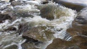 Wodny przepływ w rzece Zdjęcia Royalty Free