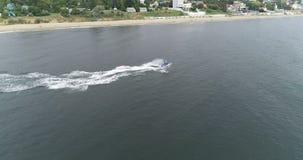 Wodny rower wzdłuż plaży zdjęcie wideo
