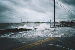 Wodny rozbijać nad ulicą zdjęcie stock