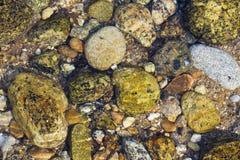 Wodny strumień na kamień skale Obraz Royalty Free