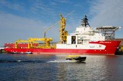 Wodny taxi przyśpiesza nad Maas rzeką w Rotterdam Fotografia Royalty Free