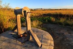 Wodny well i warzywa w afrykanina krajobrazie Zdjęcia Stock