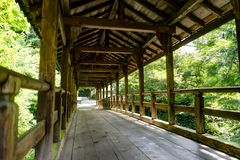 Wodoenbrug met bomen en groen in Kyoto Japan Stock Fotografie