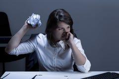 Woede in het bureau Stock Foto's