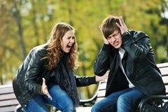 woede in het conflict van de jonge mensenverhouding Stock Foto's