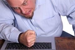 Woedend gemaakt met computer Stock Foto's