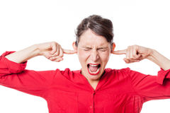 Woedend gemaakte jonge vrouw om het luisteren problemen te weigeren stock afbeelding
