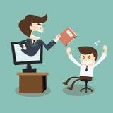 Woedende werkgever met omslag ter beschikking een werknemer Stock Fotografie