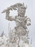 Woedereus met zwaard en het richten van hand Wat Rong Khun Chiang Rai Noord-Thailand royalty-vrije stock foto's