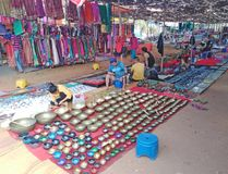 Woensdagvlooienmarkt in Anjuna, Goa, India stock afbeelding
