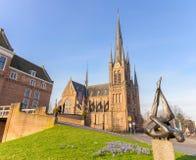 Woerden, Utrecht, Нидерланды - апрель 2018: Церковь и замок Bonaventura в Woerden Стоковое Изображение RF